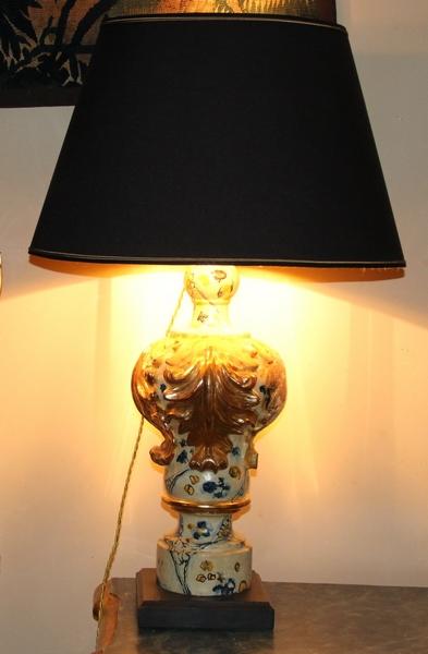 Paire de Lampes XVIIème en  bois doré et polychromes