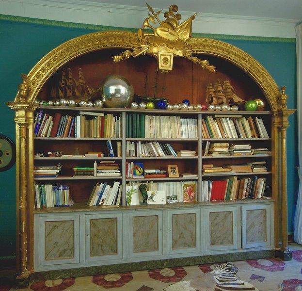 Grande bibliothèque en bois polychrome de style Directoire