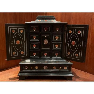 Cabinet XVIIème pierres dures et ivoire