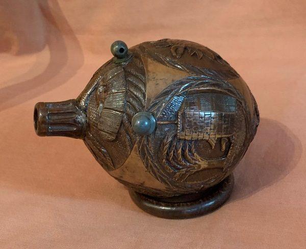 Poire à poudre noix de coco sculptée