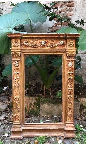 Cadre dit tabernacle en bois doré XVIIème siècle