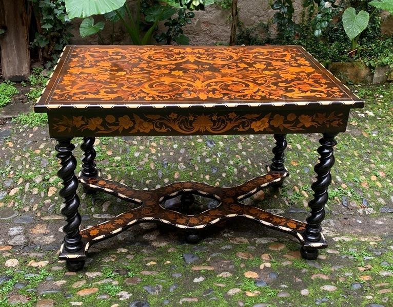 Table hollandaise en marqueterie
