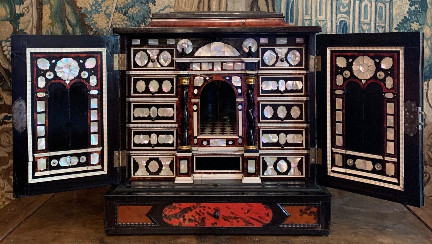 Cabinet flamand XVII° siècle à poser